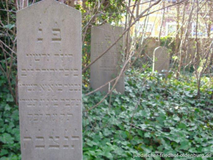 Grabstein für Gerson Reyersbach (Vordergrund)